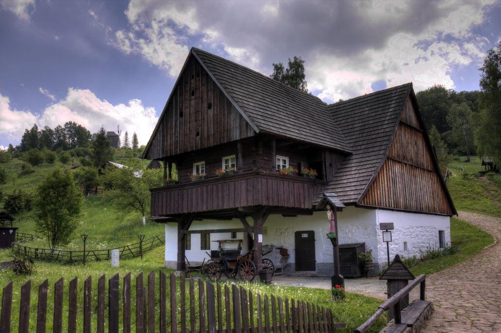 Tradycyjny dom wiejski w Skansenie w Pstrążnej