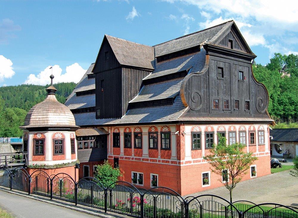 Zabytkowa papiernia - siedziba muzeum